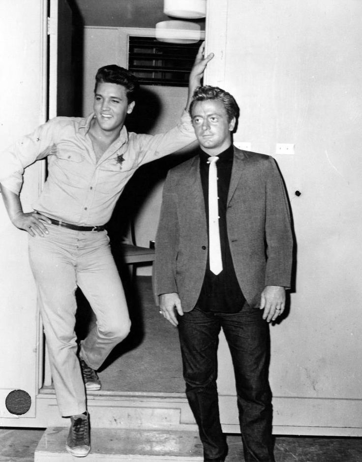 Ehemals gute Kumpels: Elvis mit Red West 1961